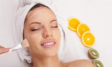 Renovación facial con limpieza profunda en Marbella