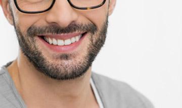 Carilla dental de composite en Málaga