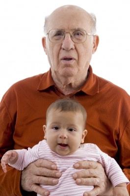Un jubilado y su nieto