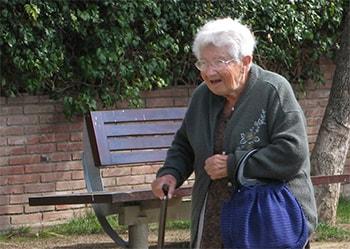 Las personas mayores necesitan que les ayuden a cuidarse