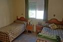 Dormitorio con dos camas en una residencia de ancianos en Tarragona