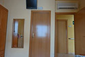 Habitación individual con Aire Acondicionado, Televisión y cuarto de baño propio en una residencia de ancianos en Girona